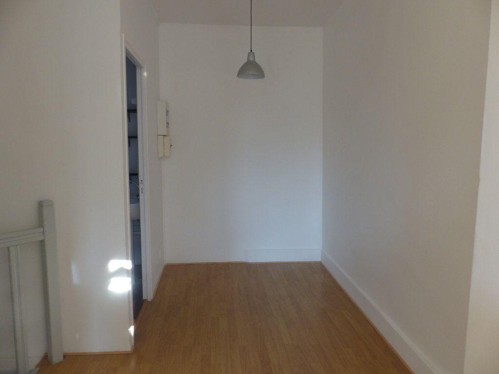 Appartement à louer 2 44m2 à Cosne-Cours-sur-Loire vignette-6