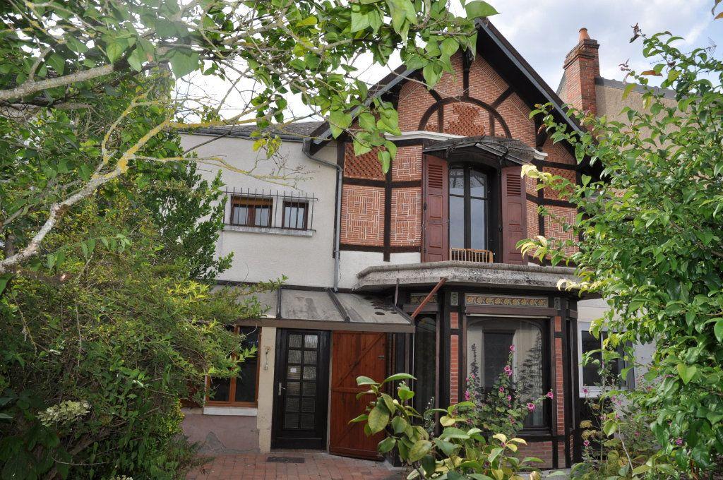 Maison à vendre 6 147m2 à Cosne-Cours-sur-Loire vignette-1