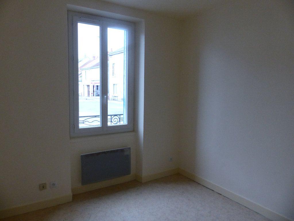 Appartement à louer 2 41m2 à Cosne-Cours-sur-Loire vignette-3