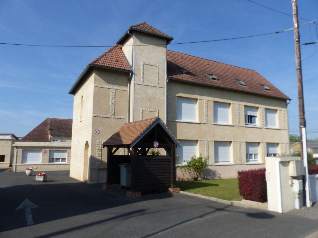 Appartement à louer 3 133m2 à Cosne-Cours-sur-Loire vignette-3