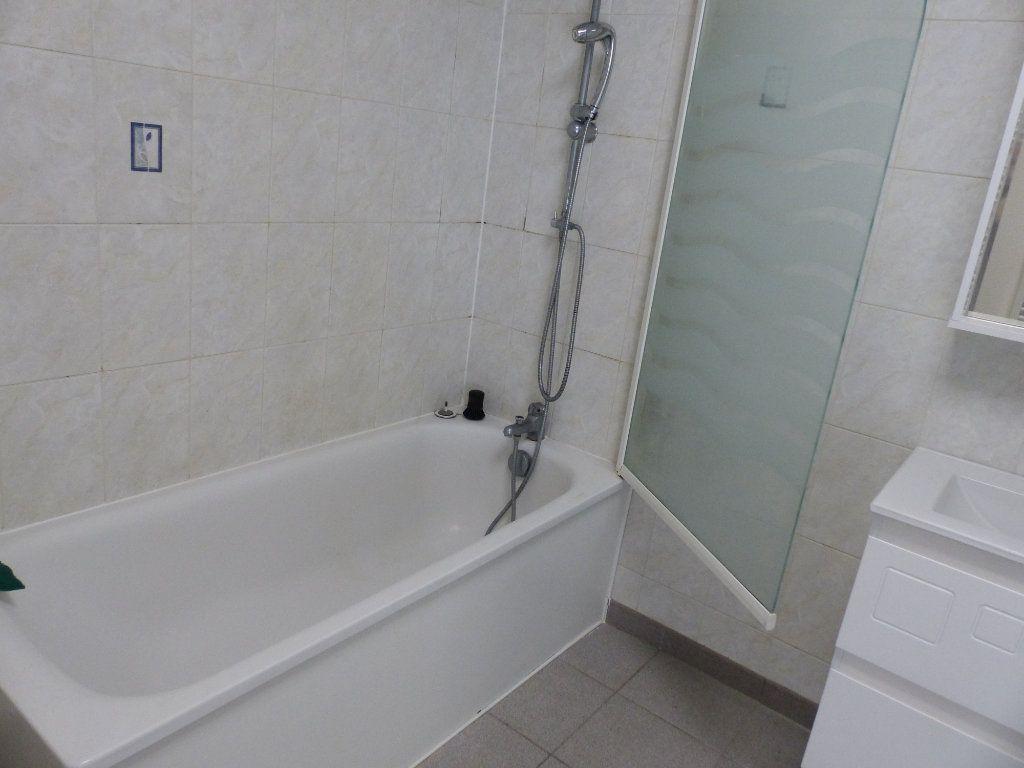 Appartement à louer 3 133m2 à Cosne-Cours-sur-Loire vignette-6