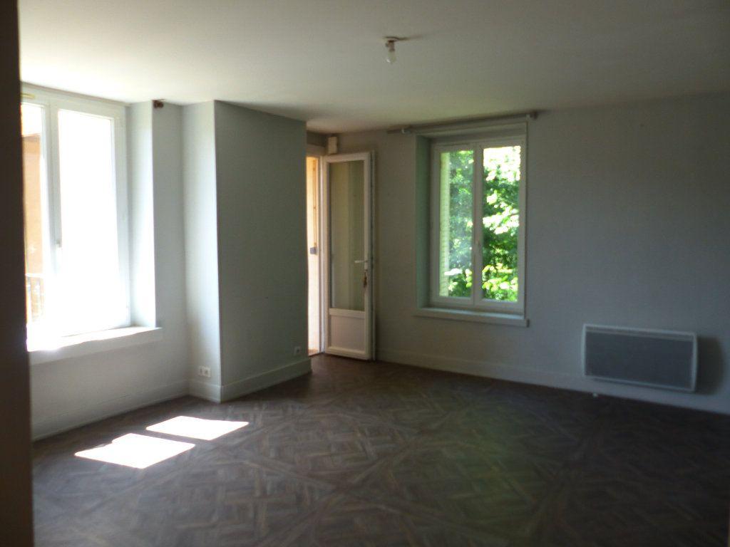 Appartement à louer 3 68m2 à Neuvy-sur-Loire vignette-1