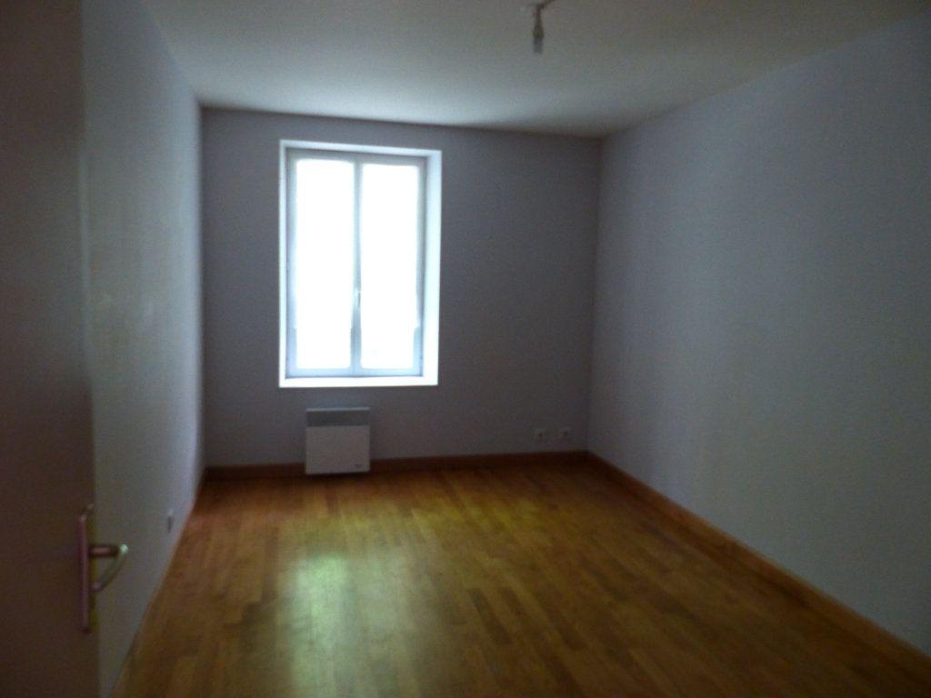 Appartement à louer 3 68m2 à Neuvy-sur-Loire vignette-2