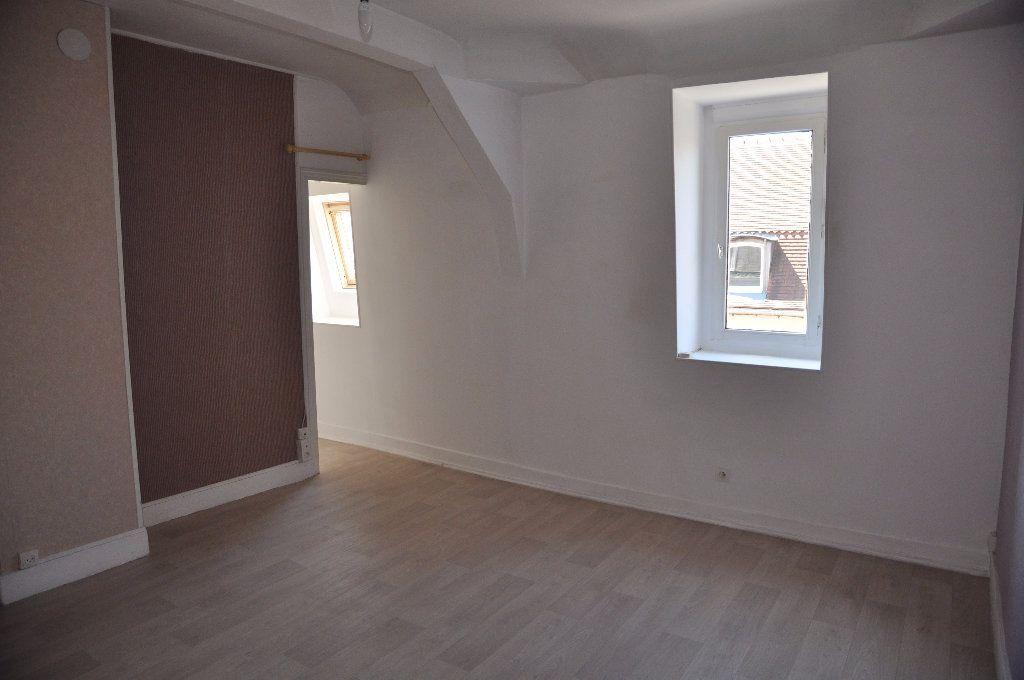 Appartement à louer 1 31m2 à Cosne-Cours-sur-Loire vignette-1