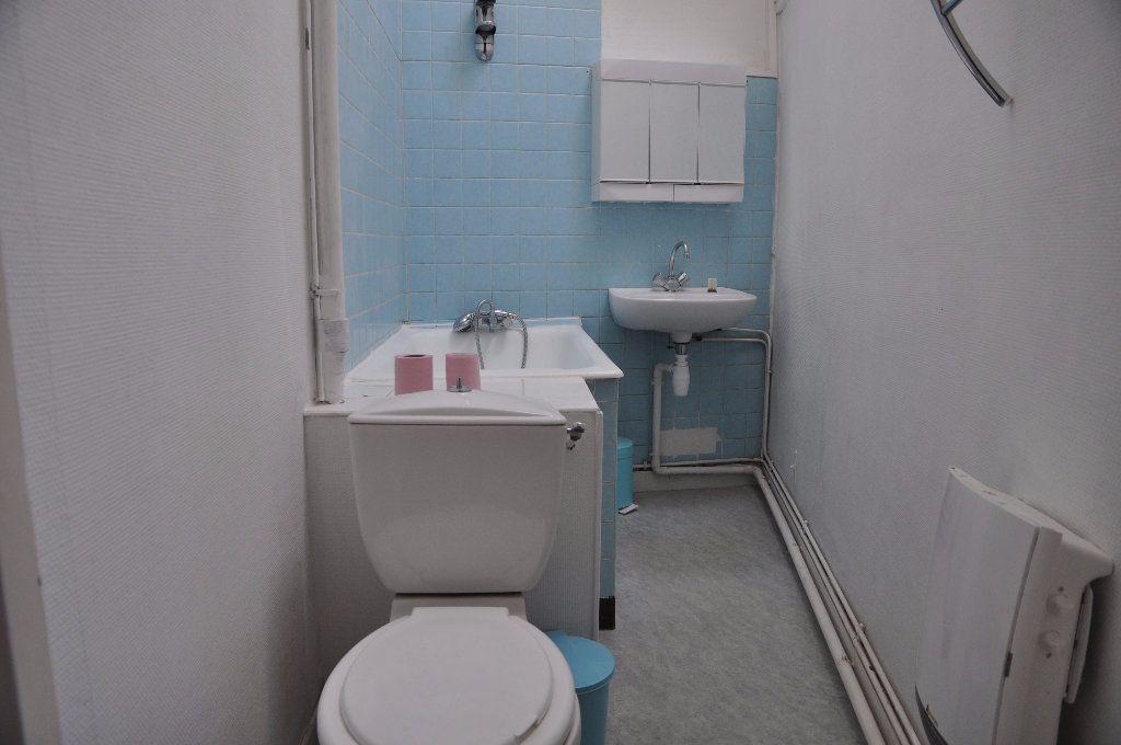 Appartement à louer 1 31m2 à Cosne-Cours-sur-Loire vignette-3