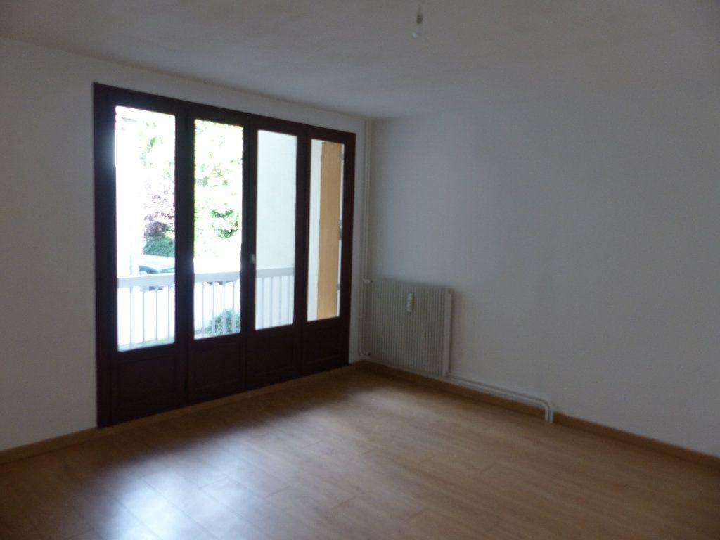Appartement à louer 1 30m2 à Cosne-Cours-sur-Loire vignette-1
