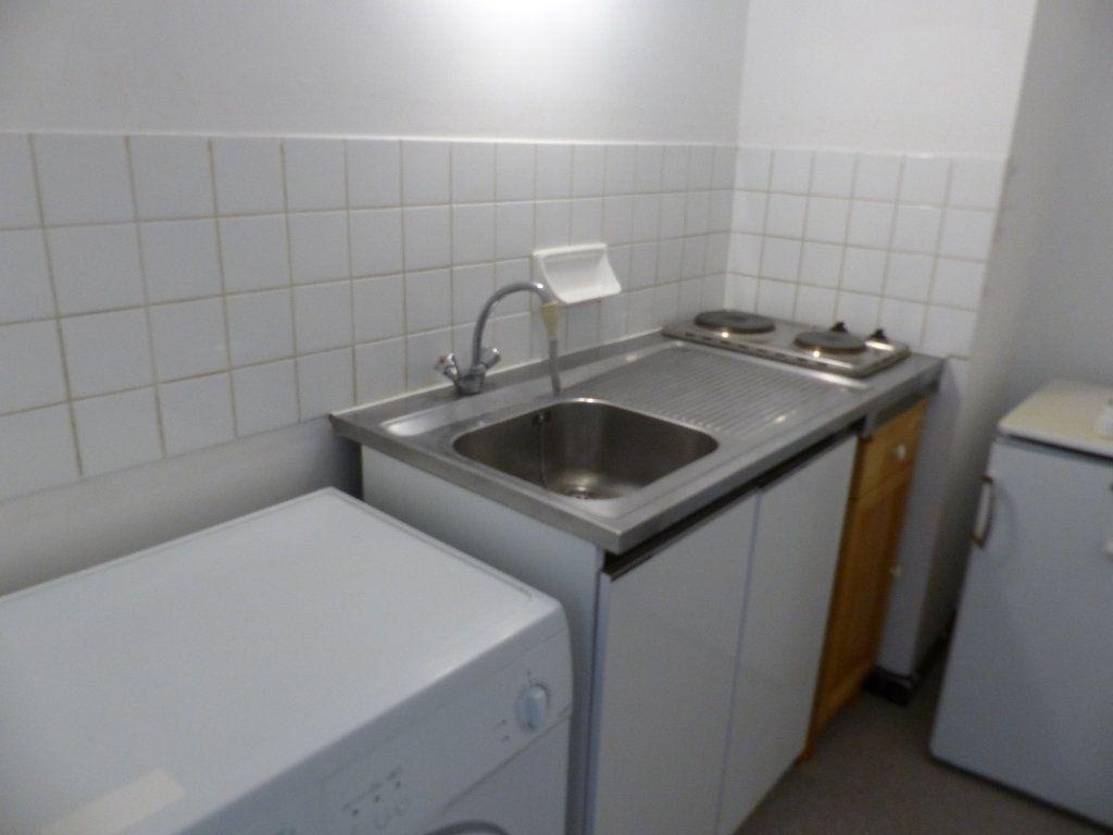 Appartement à louer 1 30m2 à Cosne-Cours-sur-Loire vignette-2