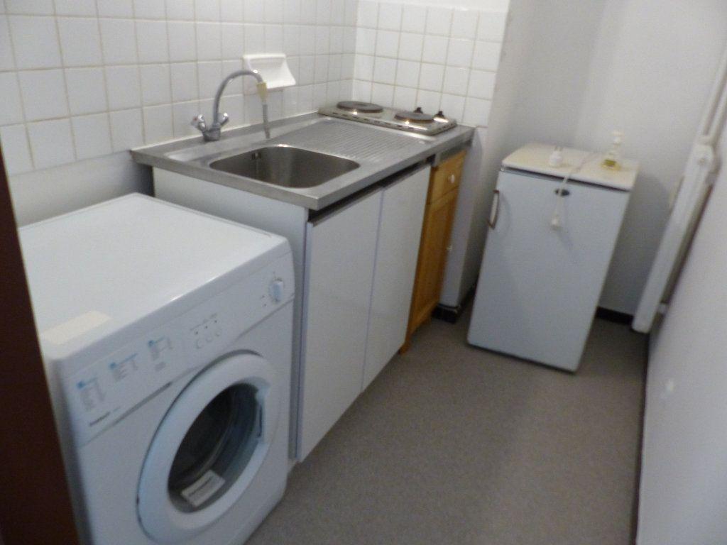 Appartement à louer 1 30m2 à Cosne-Cours-sur-Loire vignette-3