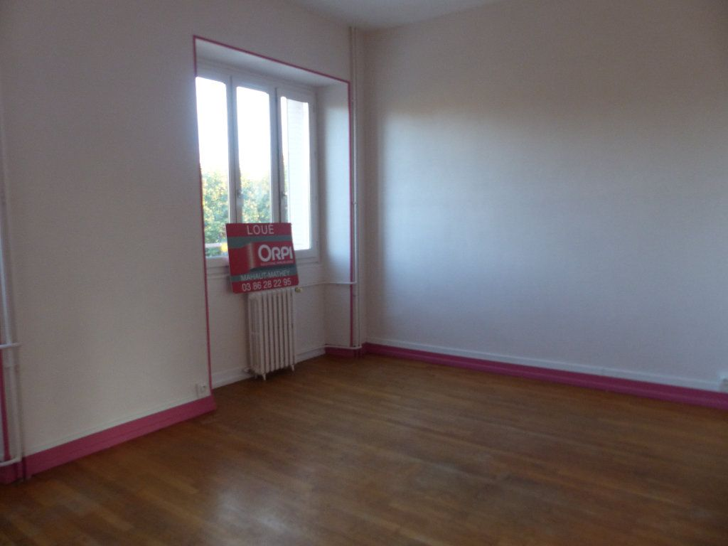 Appartement à louer 3 78m2 à Donzy vignette-3