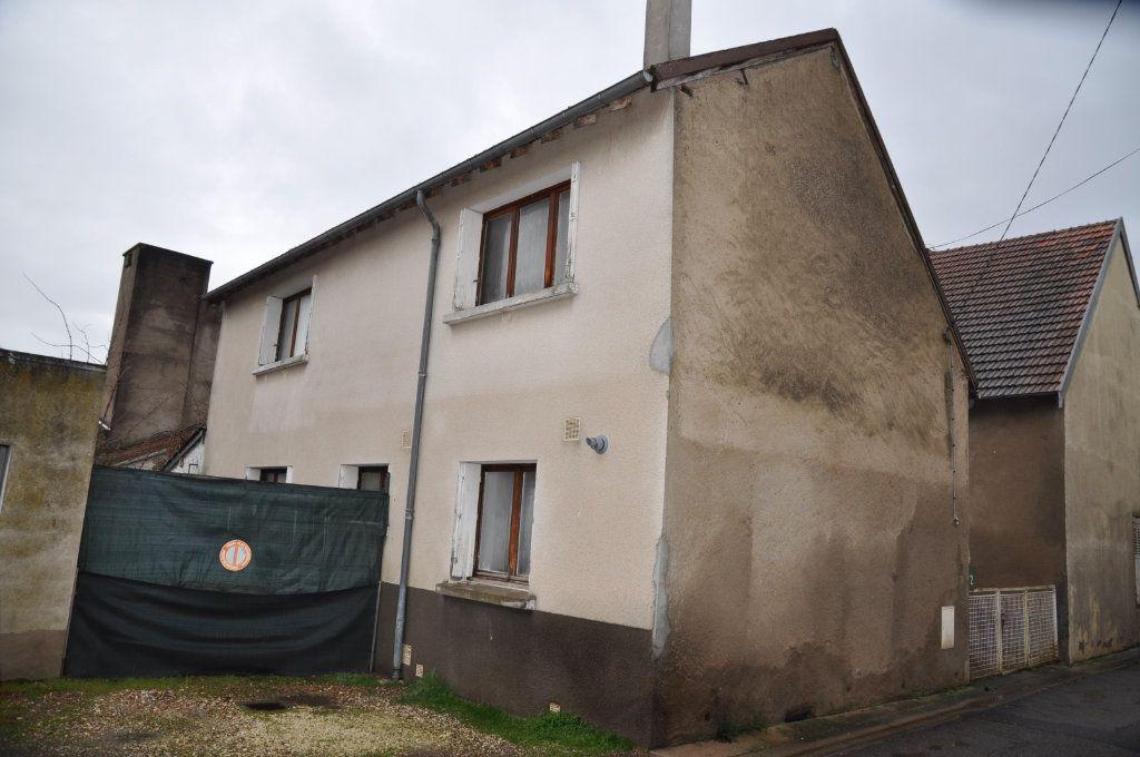 Maison à vendre 3 76m2 à Cosne-Cours-sur-Loire vignette-1