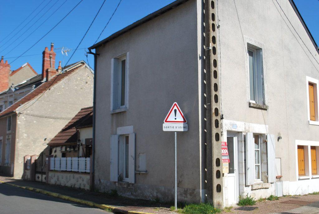 Maison à vendre 2 40m2 à Cosne-Cours-sur-Loire vignette-1