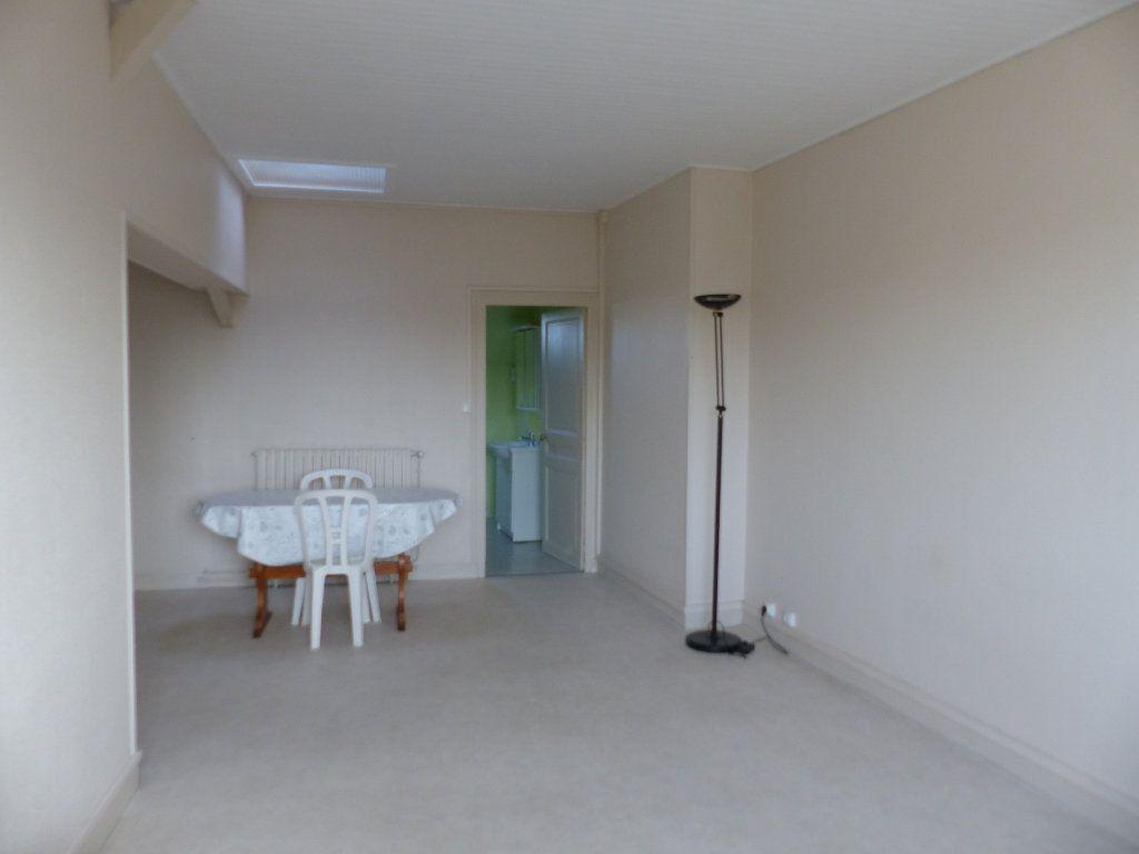 Appartement à louer 2 40m2 à Cosne-Cours-sur-Loire vignette-4