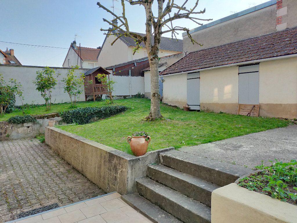 Maison à vendre 6 117m2 à Cosne-Cours-sur-Loire vignette-3