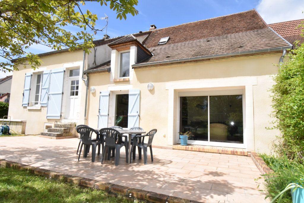 Maison à vendre 7 170m2 à Cosne-Cours-sur-Loire vignette-1