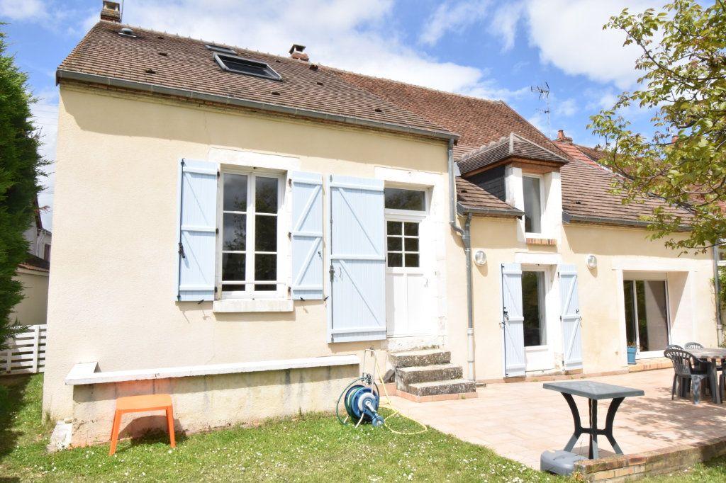 Maison à vendre 7 170m2 à Cosne-Cours-sur-Loire vignette-2
