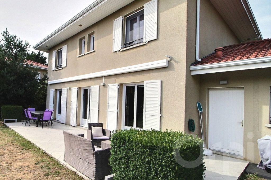 Maison à vendre 7 125m2 à Douvaine vignette-1