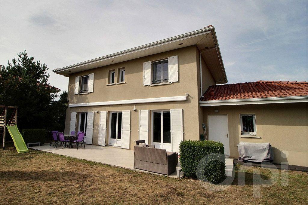 Maison à vendre 7 125m2 à Douvaine vignette-3