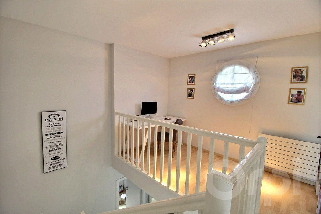 Maison à vendre 7 125m2 à Douvaine vignette-6