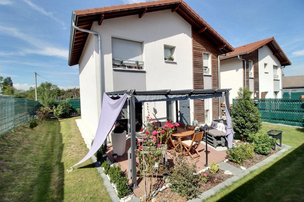 Maison à vendre 5 103m2 à Bons-en-Chablais vignette-1