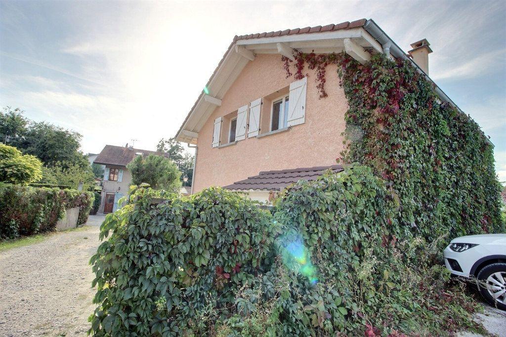 Maison à vendre 6 130.93m2 à Chens-sur-Léman vignette-1