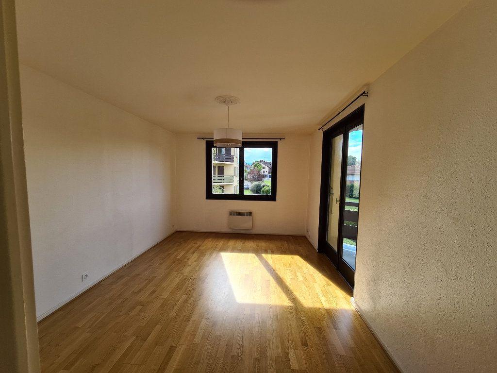 Appartement à louer 2 45.85m2 à Veigy-Foncenex vignette-1