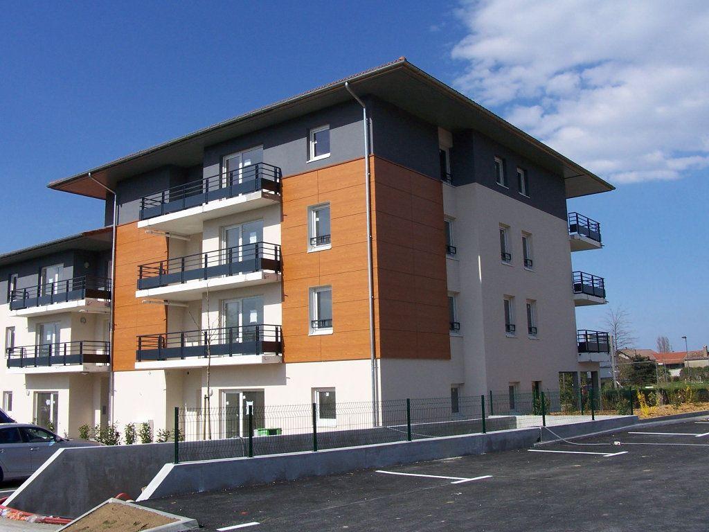 Appartement à louer 3 61.43m2 à Sciez vignette-1