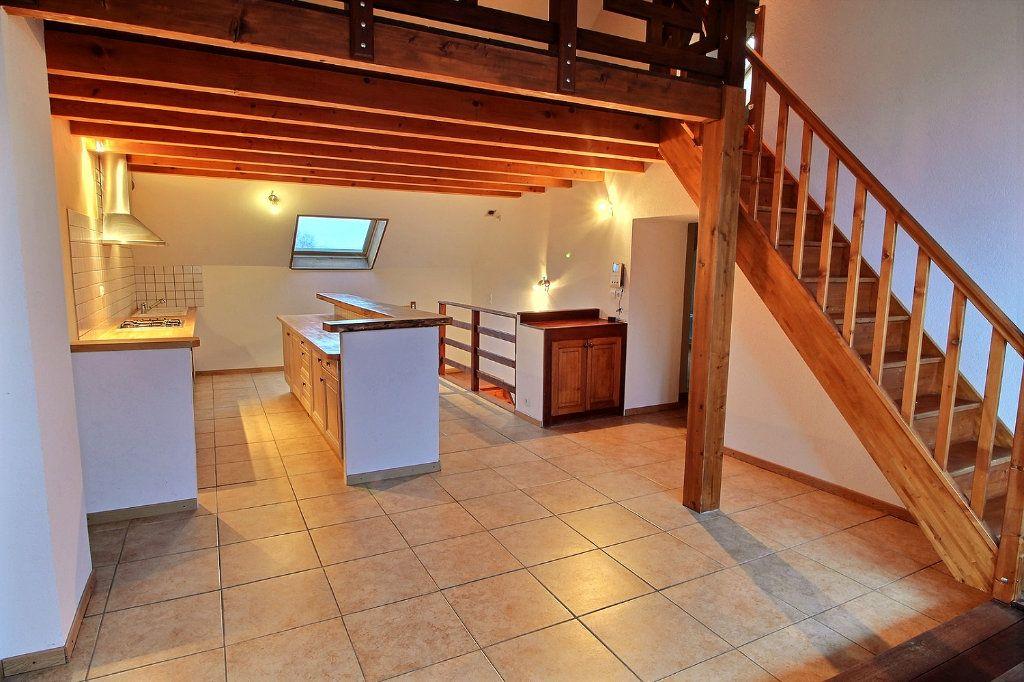 Appartement à louer 4 84.15m2 à Messery vignette-2