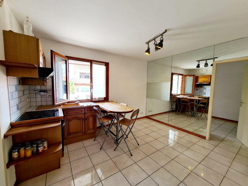 Appartement à louer 2 26.07m2 à Bons-en-Chablais vignette-1