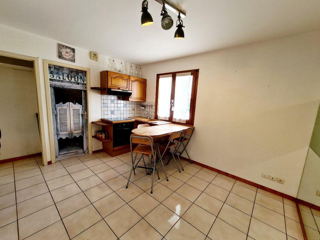 Appartement à louer 2 26.07m2 à Bons-en-Chablais vignette-2