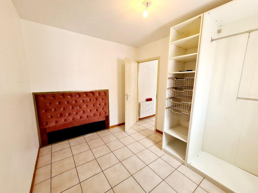 Appartement à louer 2 26.07m2 à Bons-en-Chablais vignette-4