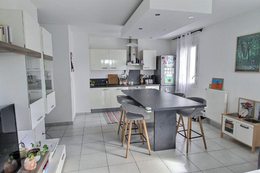 Appartement à vendre 3 65.16m2 à Bons-en-Chablais vignette-2