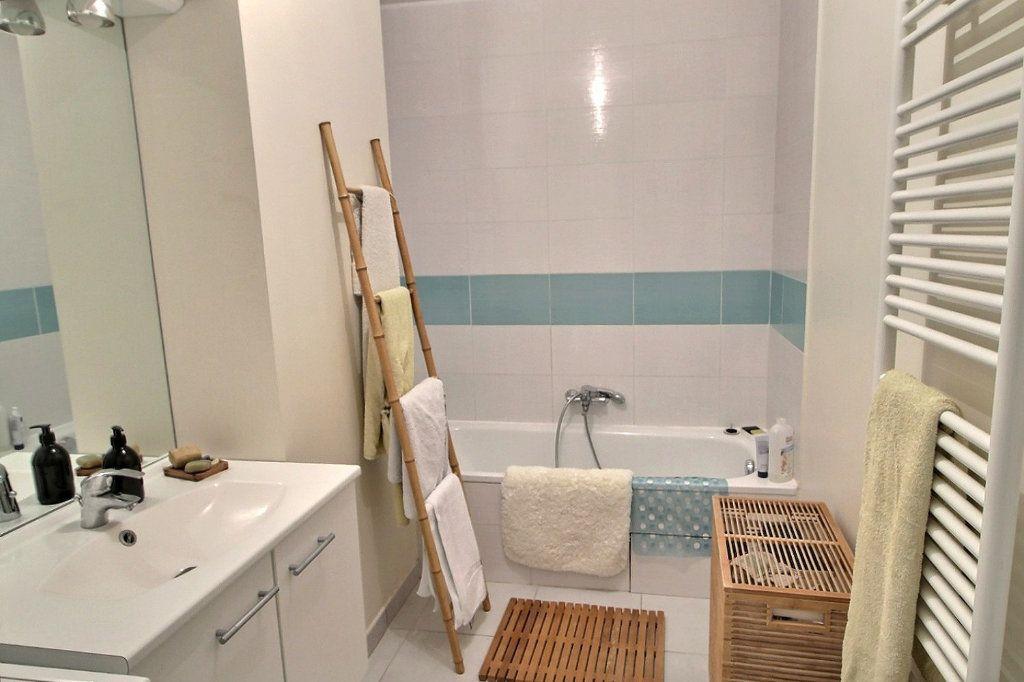 Appartement à vendre 3 65.16m2 à Bons-en-Chablais vignette-5