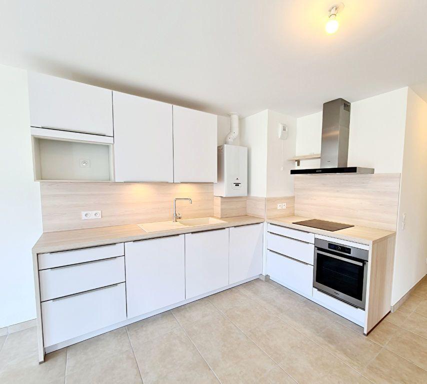 Appartement à louer 4 86.24m2 à Bons-en-Chablais vignette-4