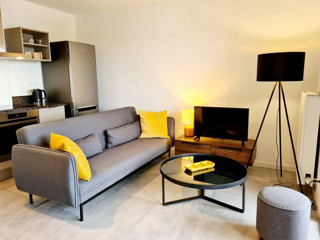 Appartement à louer 2 41.73m2 à Douvaine vignette-3