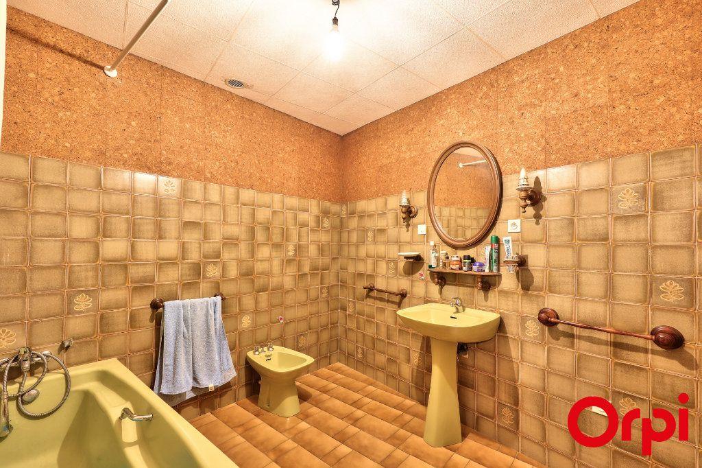 Maison à vendre 6 184m2 à Roquemaure vignette-6