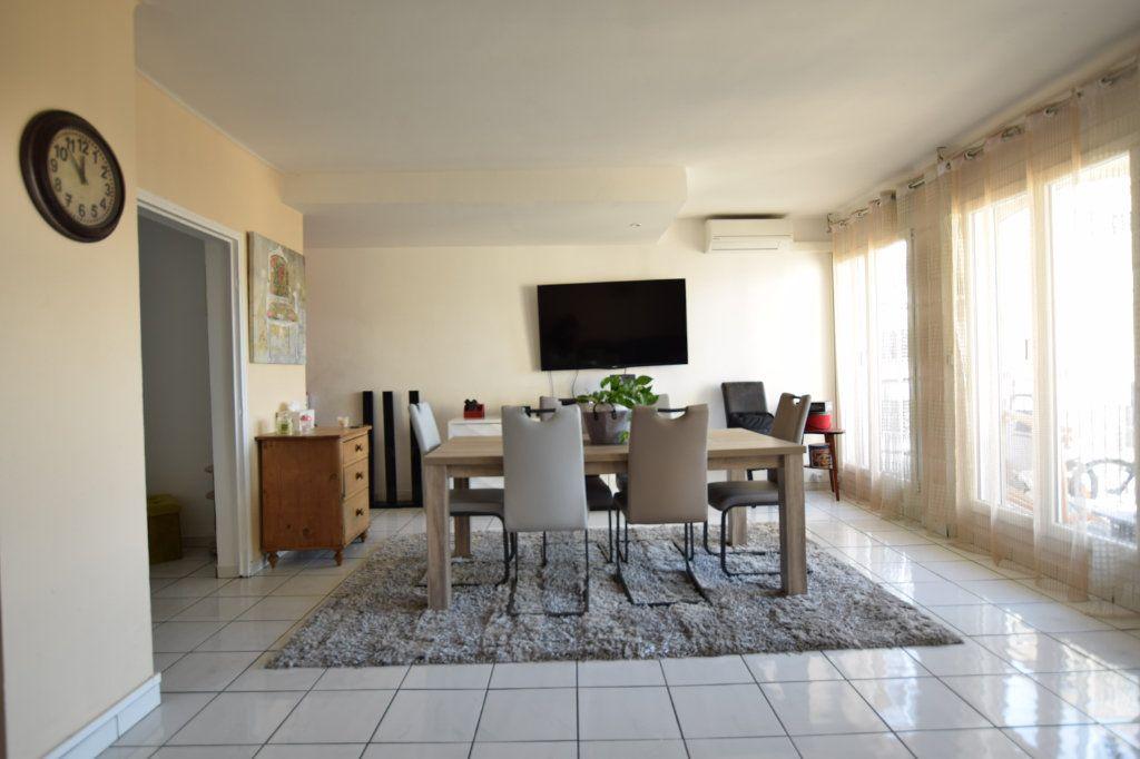 Appartement à vendre 5 114.91m2 à Avignon vignette-1