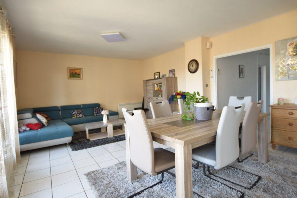 Appartement à vendre 5 114.91m2 à Avignon vignette-2