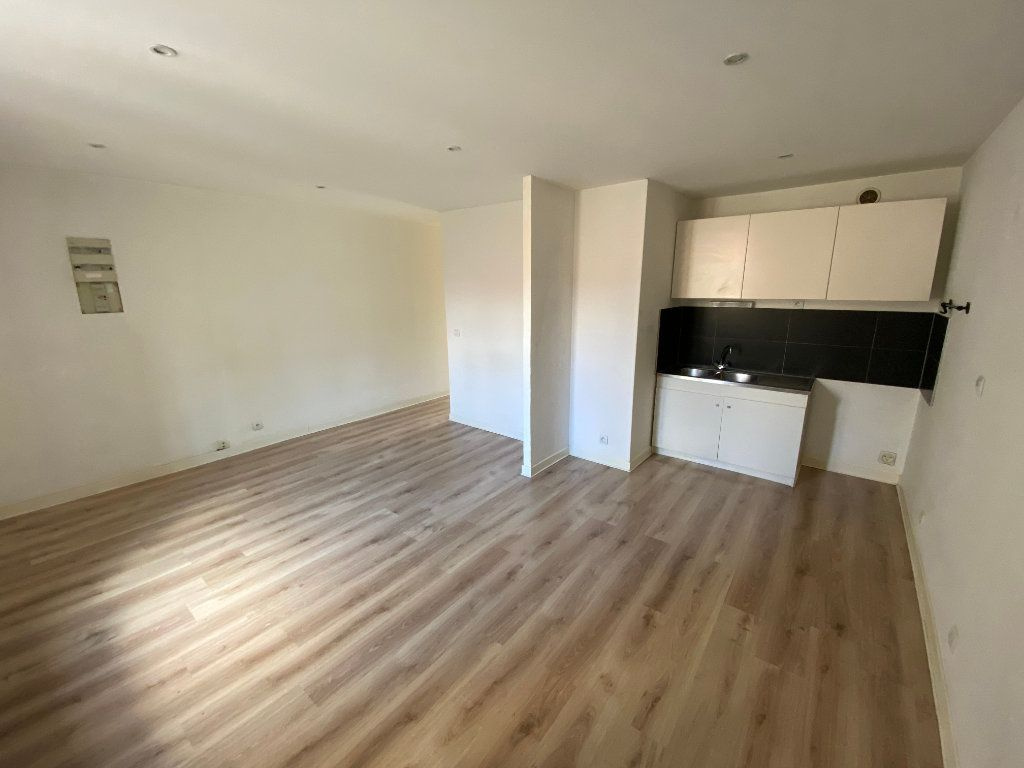 Appartement à louer 3 55m2 à Nancy vignette-2