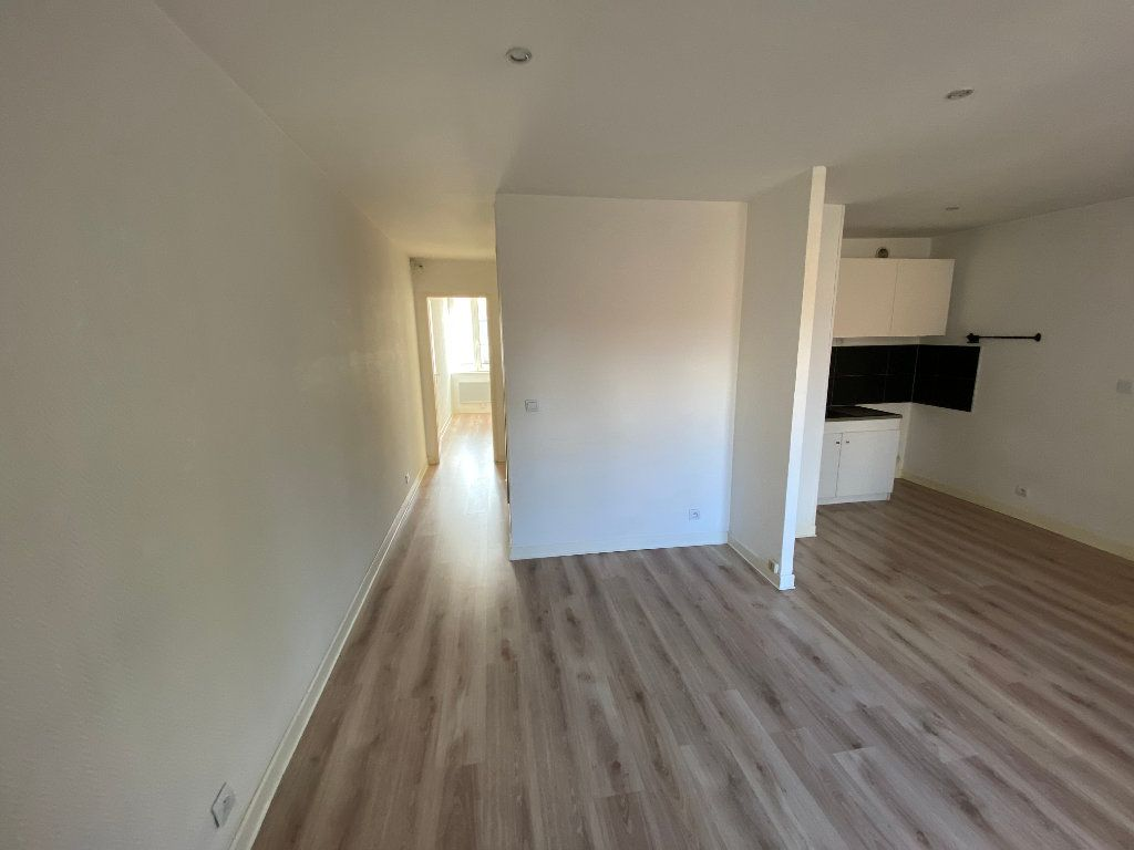 Appartement à louer 3 55m2 à Nancy vignette-3