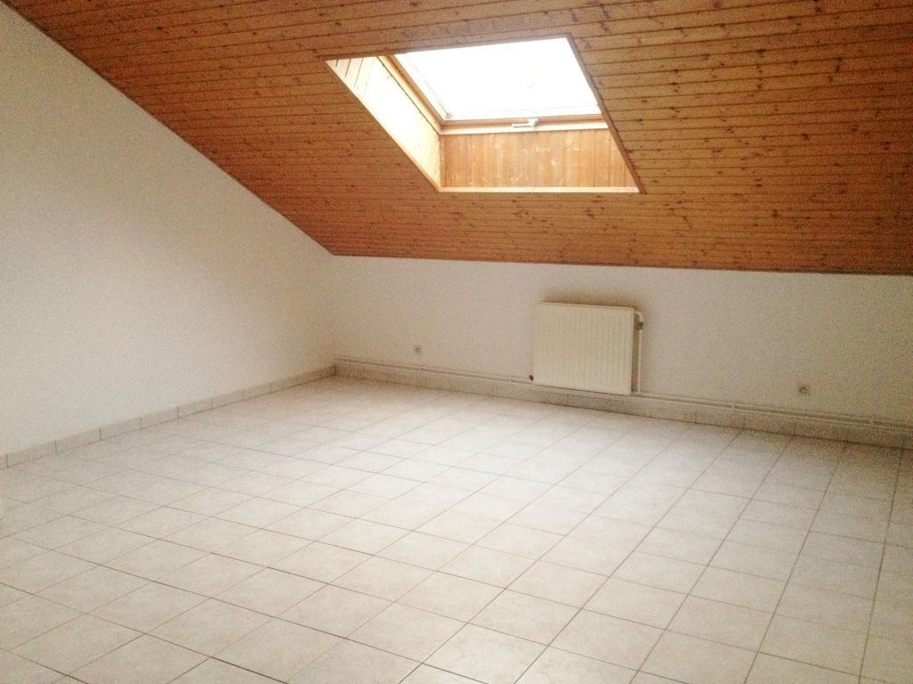 Appartement à louer 3 60m2 à Sainte-Marguerite vignette-1