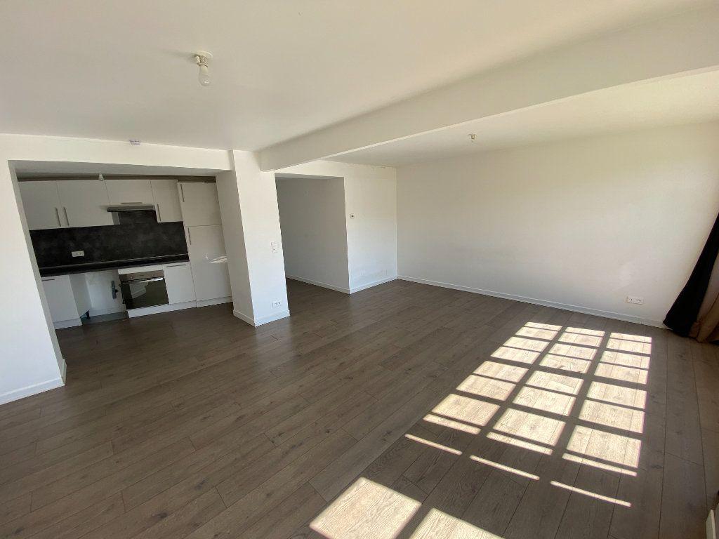 Appartement à louer 4 105.89m2 à Nancy vignette-1