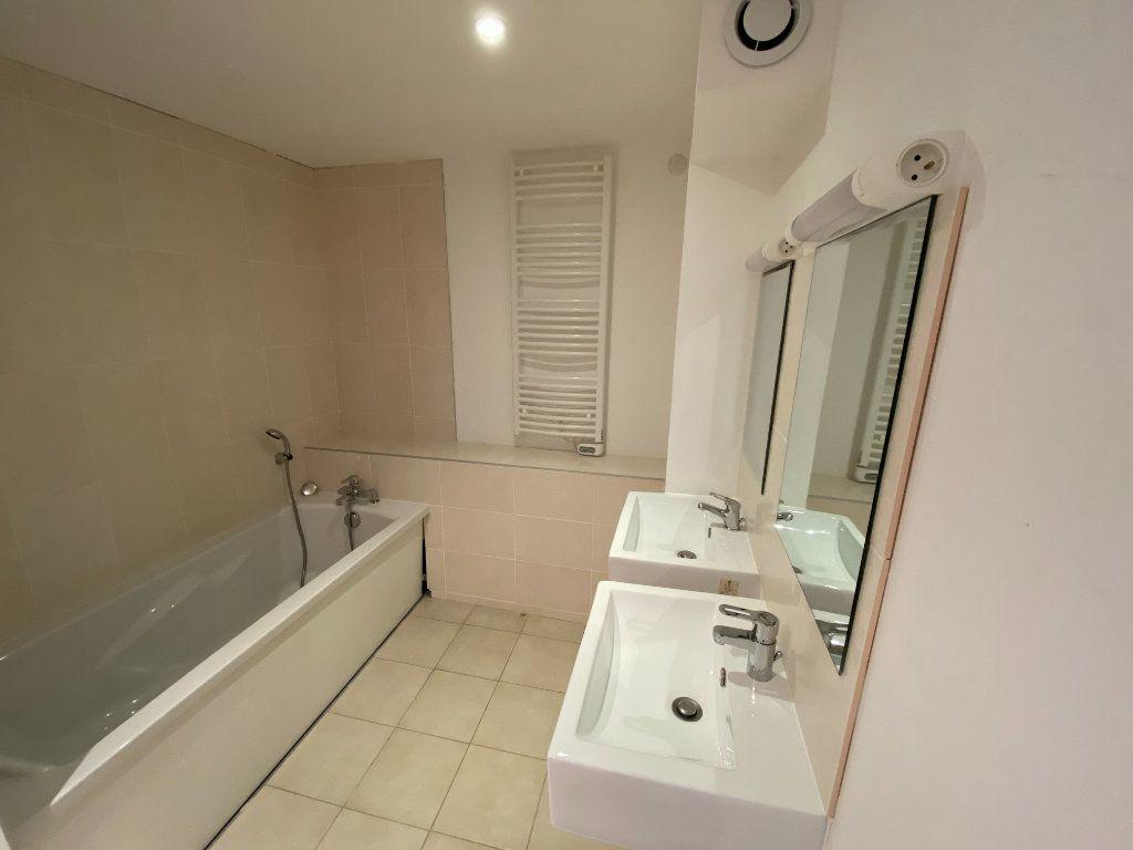 Appartement à louer 4 105.89m2 à Nancy vignette-7