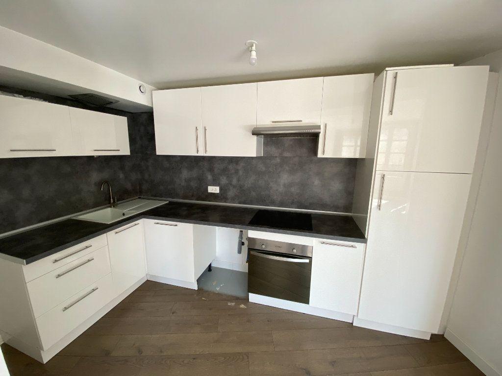 Appartement à louer 4 105.89m2 à Nancy vignette-8