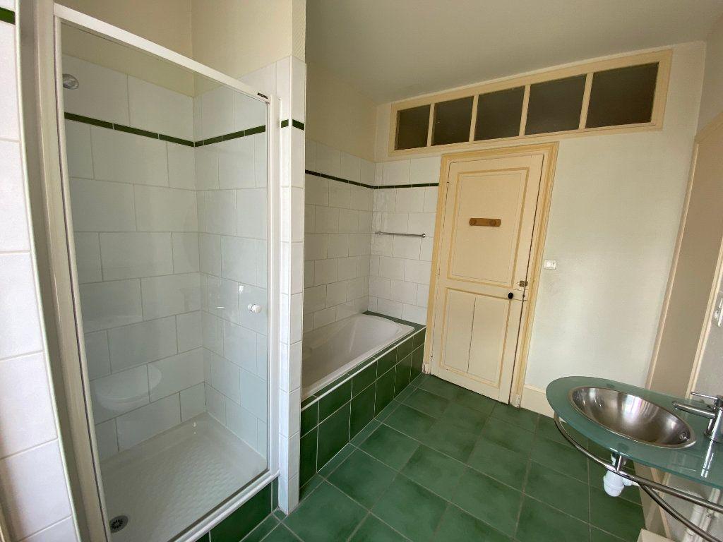 Appartement à louer 7 242m2 à Nancy vignette-6