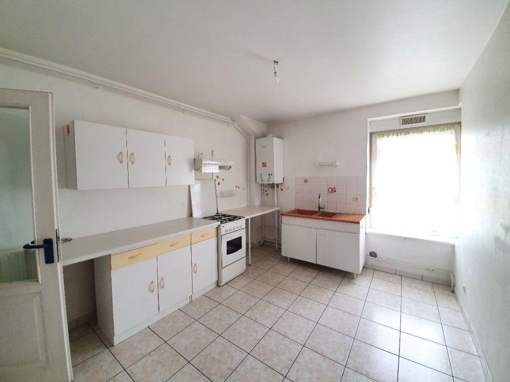 Appartement à louer 3 100m2 à Sainte-Marguerite vignette-3