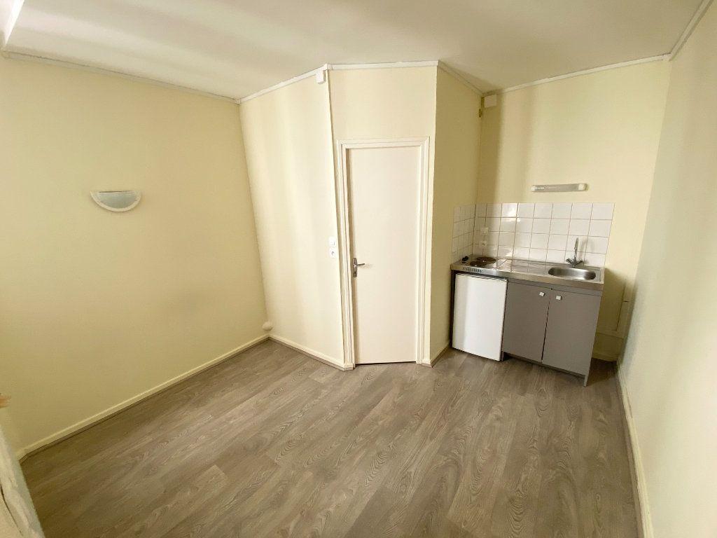 Appartement à louer 1 11m2 à Nancy vignette-1