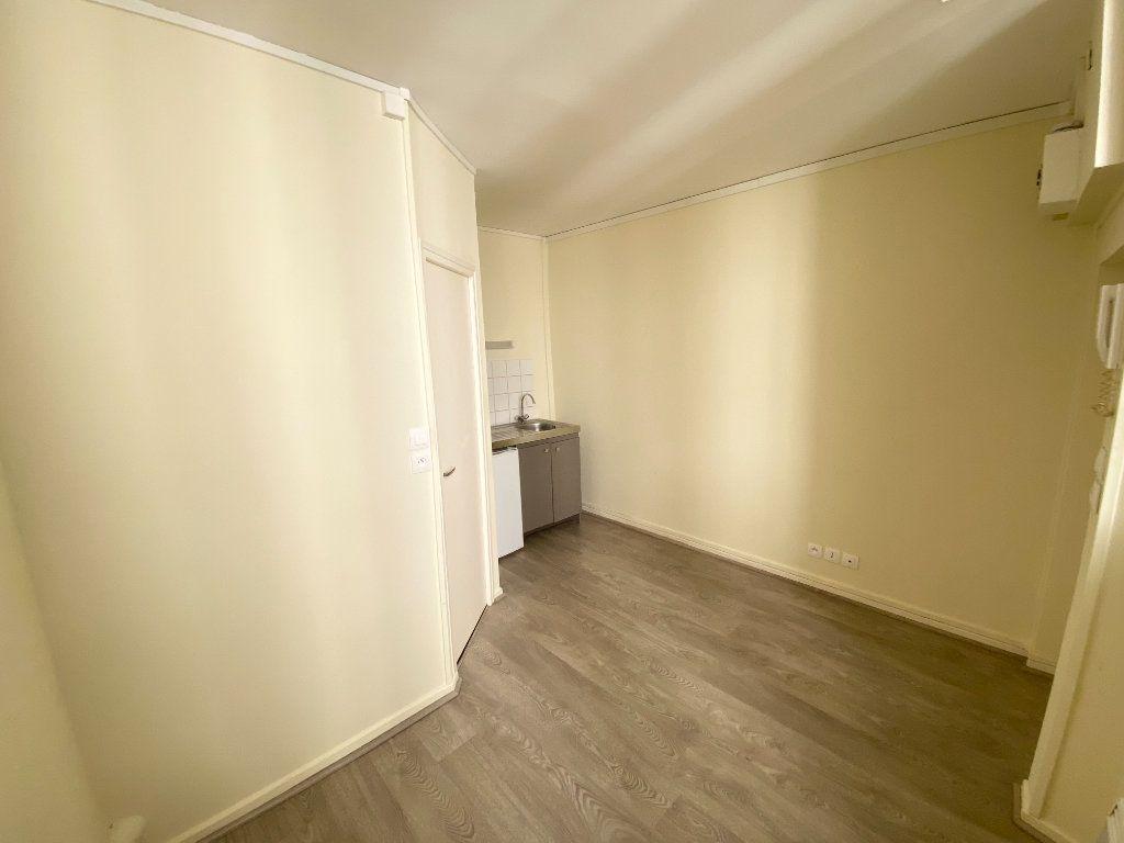 Appartement à louer 1 11m2 à Nancy vignette-3