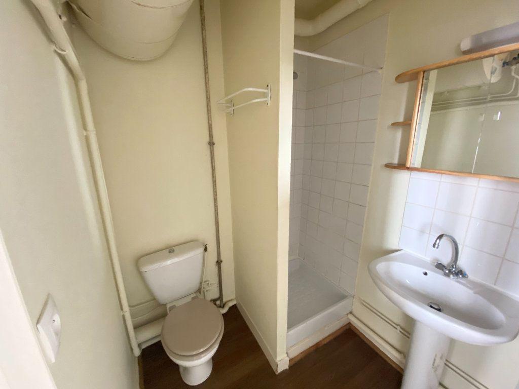 Appartement à louer 1 11m2 à Nancy vignette-4