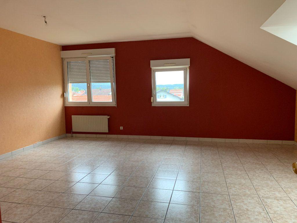 Appartement à louer 4 80m2 à Sainte-Marguerite vignette-1