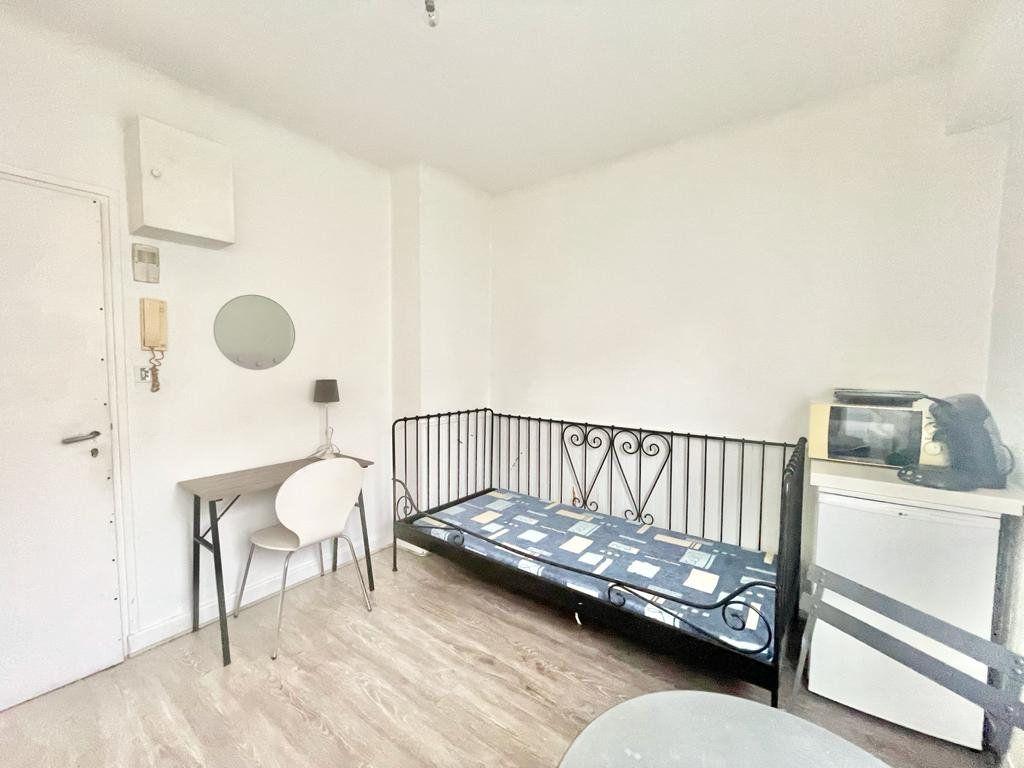 Appartement à louer 1 11m2 à Nancy vignette-2
